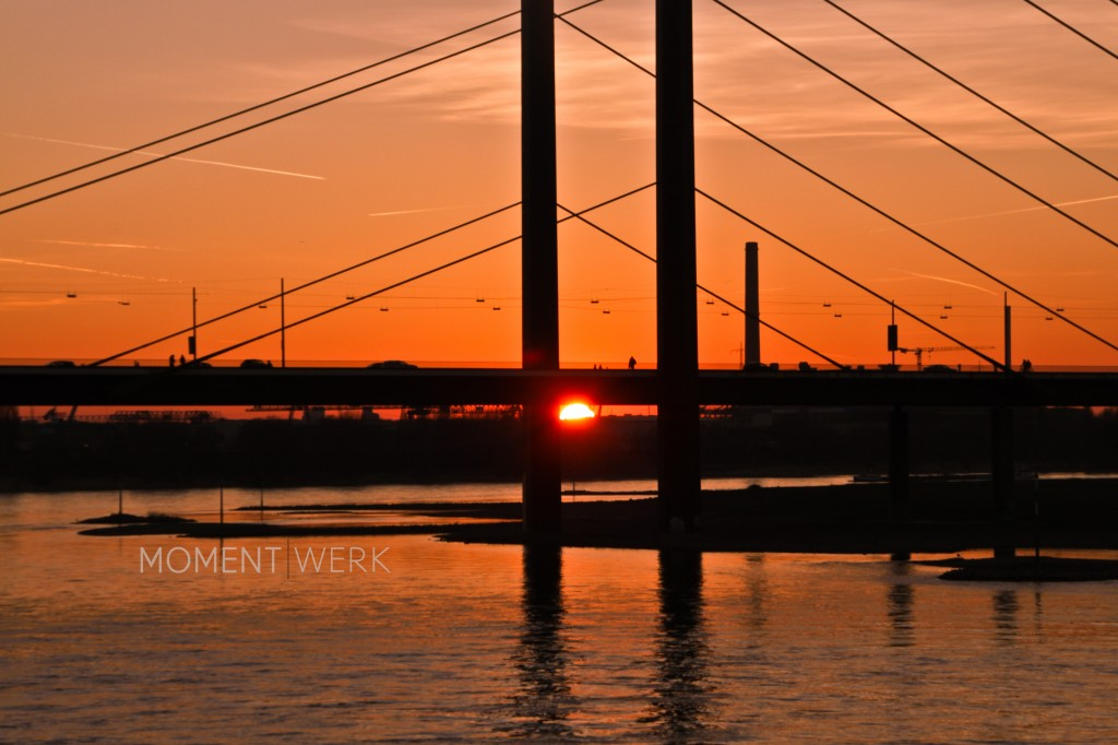 Brücke Sonnenuntergang Logo